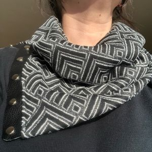 Accessories - Snappy Scarf NWT